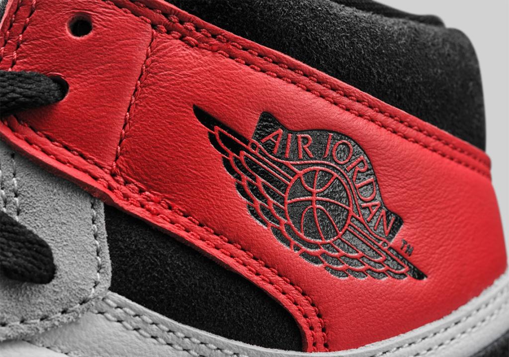 Air Jordan 1 Retro High OG Light Smoke Grey